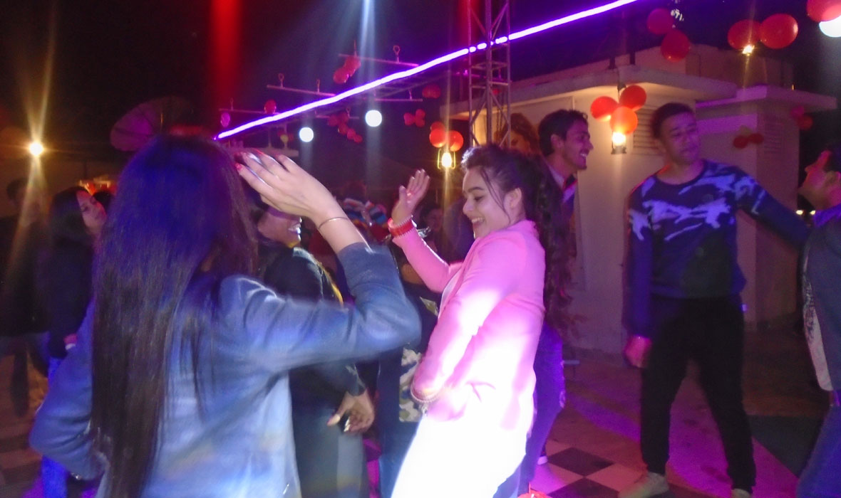 Bollywood-Night-Theme-New-Year-Eve-Party-2018--3